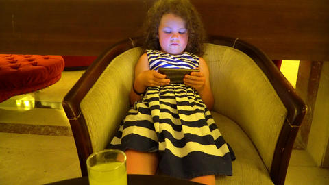 child playing with smart phone ビデオ