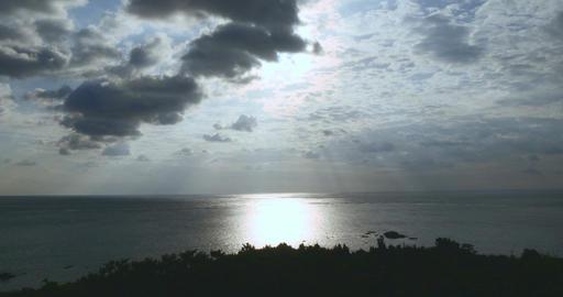 Beautiful golden sunrise off the coast of Tamatorizaki in Ishigaki Island ビデオ