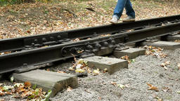 Man walks between the railway rails Filmmaterial