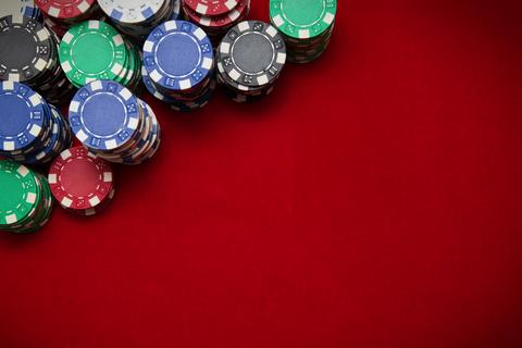 Poker chips on red background フォト
