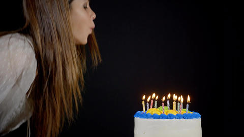 Blowing Out Candles On A Birthday Cake ビデオ