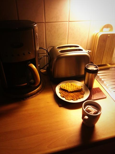 Making Breakfast With Tea & Waffles フォト