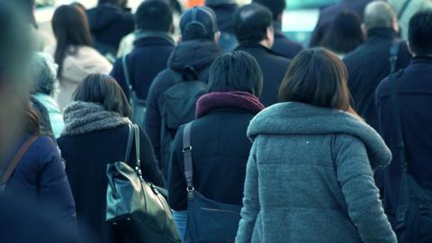 歩く、サラリーマン、ビジネスマン、イメージ、動画素材、日本人、東京、ビジネス、ハイスピード、スーパースロー、バックショット、雑踏、出勤、後ろ姿、パーツカット、顔 ビデオ