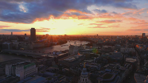 Wonderful sky over London in the evening Live Action