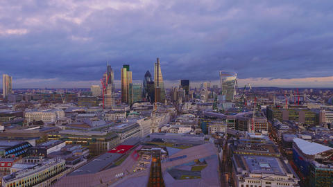 The amazing city of London in the evening Live Action