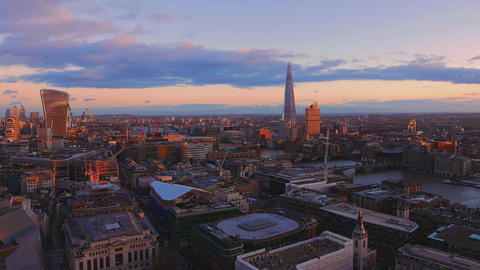 Beautiful City of London in the evening Live Action