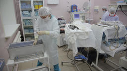 The surgical group of the hospital removes surgical instruments after the Footage