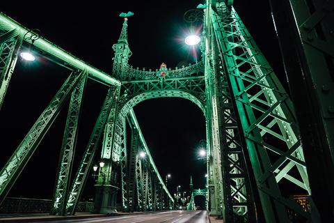 Old Iron Bridge across the Danube River in Budapest Fotografía