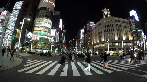 Night time commuters and tourists gathering at the main crossing of central Ginz ビデオ