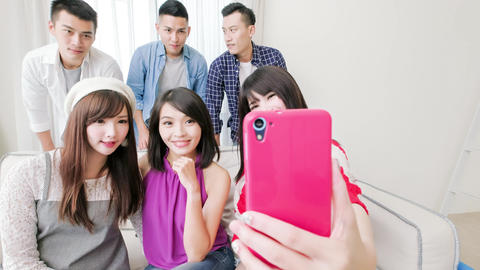 young people selfie happily Live影片
