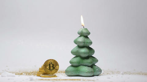 Christmas Burning Candle and Gold Bitcoin on Rib Closeup 画像