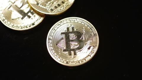 Bitcoins on black background rack focus Live影片