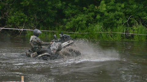 ATV Ride through the Swamp, Water, Dirt and mud ビデオ