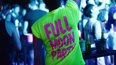 man with full moon party tshirt with hand up Live影片
