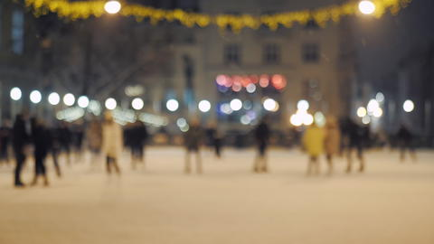 The open Ice Skating Rink at Night with crowd Fotografía