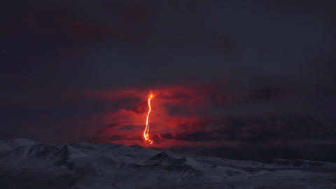 Time lapse footage showing eurption of Kliuchevskoi volcano, Russia Acción en vivo