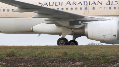 Airbus A320-214 of airline Saudi Arabian Footage