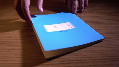 Opening Notebook Filmmaterial