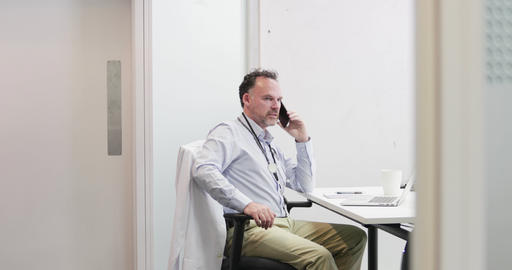 Male Medical Doctor on phone in his office 画像