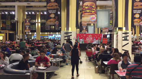 Christmas eve food court on Buenos Aires mall Filmmaterial