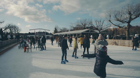 AMSTERDAM, NETHERLANDS - DECEMBER 28, 2017. Skating rink on famous Museum ビデオ