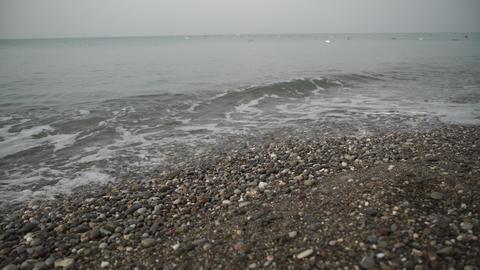 tide of waves on shore Bild