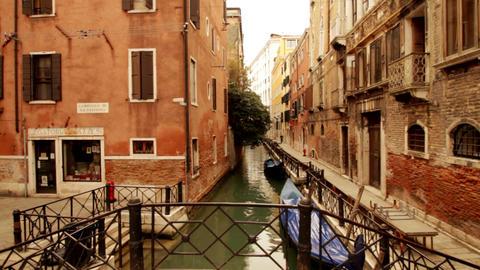 Gondola on canal - Venice, Venezia Live Action