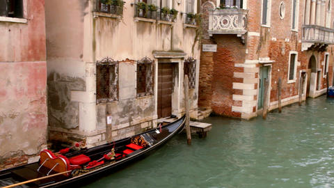 Gondola in canal - Venice, Venezia Live Action
