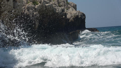 Sea Waves Crashing on the Rocks 1 画像