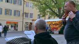 Street musicians in Merano, South Tyrol, Italy ビデオ