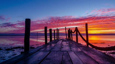 Sunrise of a wooden pier Bild