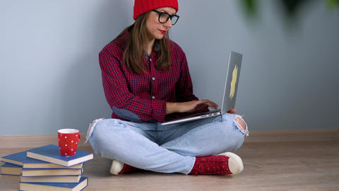 Beautiful girl using laptop sitting on the floor at home Archivo