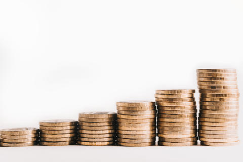 Pile of gold coins, ascending. The growth of finance. Isolated white background Fotografía