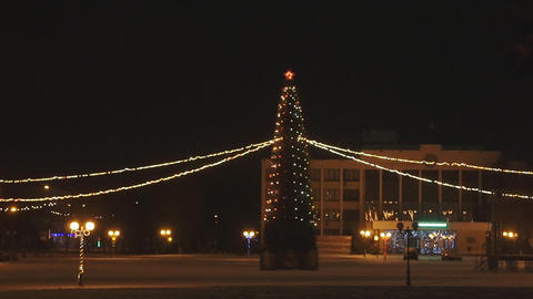 Lonely Christmas tree in the middle of town square Archivo