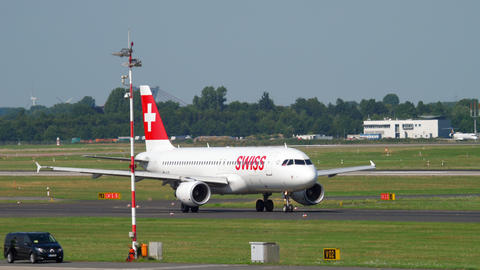 SWISS International Airlines Airbus A320 before departure Live Action