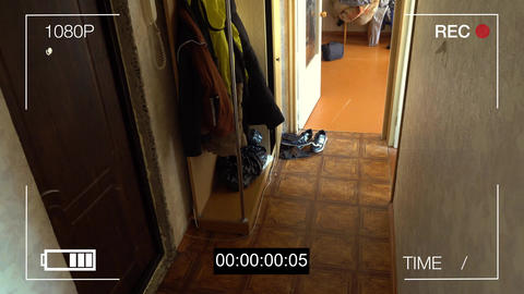 CCTV camera caught thief with a crowbar broke into the apartment Live Action