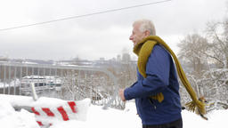 An elderly European man runs a cross on a snowy road, winter, sports, cardio 影片素材