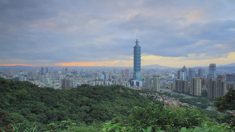 City of Taipei (Taiwan) view of the tower of Taipei 101 (time-lapse) Live Action