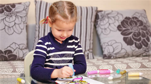 Little girl painting in concentration Stock Video Footage