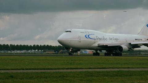 Boeing 747-4B5 BCF of Pacific Air Cargo breaks away from runway Footage