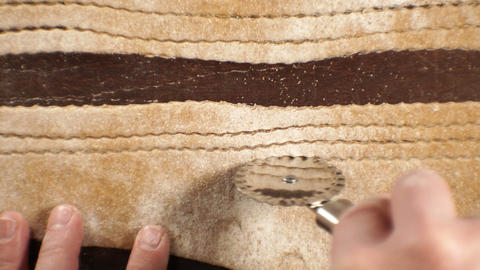 Cutting the dough with a knife to get the paste from above. Video Archivo