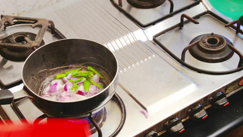 Onion and Spices are fried in a frying pan ライブ動画