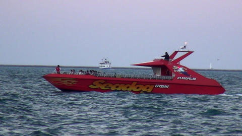 Speed Boat on Lake Michigan - CHICAGO, ILLINOIS/USA Live Action