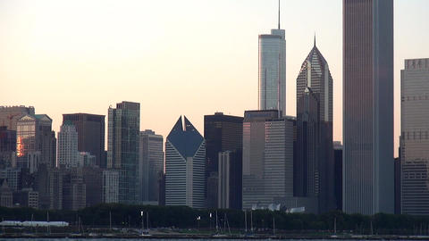 Chicago Skyline at sunset - CHICAGO, ILLINOIS/USA Live Action