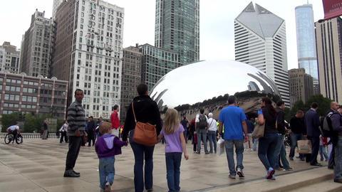 Cloud Gate Chicago Millennium Park - CHICAGO, ILLINOIS/USA Live Action