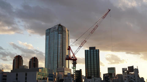 Timelapse of Roppongi Hills, Tokyo city view with modern building at sunset ビデオ