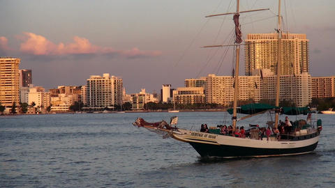 Sailing boat cruising at Mami Bayside on sunset – MIAMI, FLORIDA/USA OCTOBER 2 Live Action