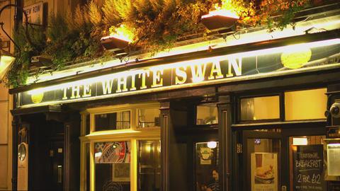 English Pub The White Swan - LONDON,ENGLAND FEBRUARY 20, 2016 Live Action