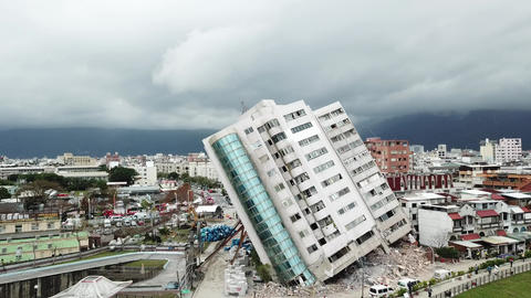 Earthquake in Hualien, Taiwan, leaves building leaning precariously 6/7 Footage
