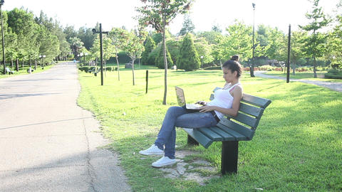 Young Woman Student Study Outdoor Archivo